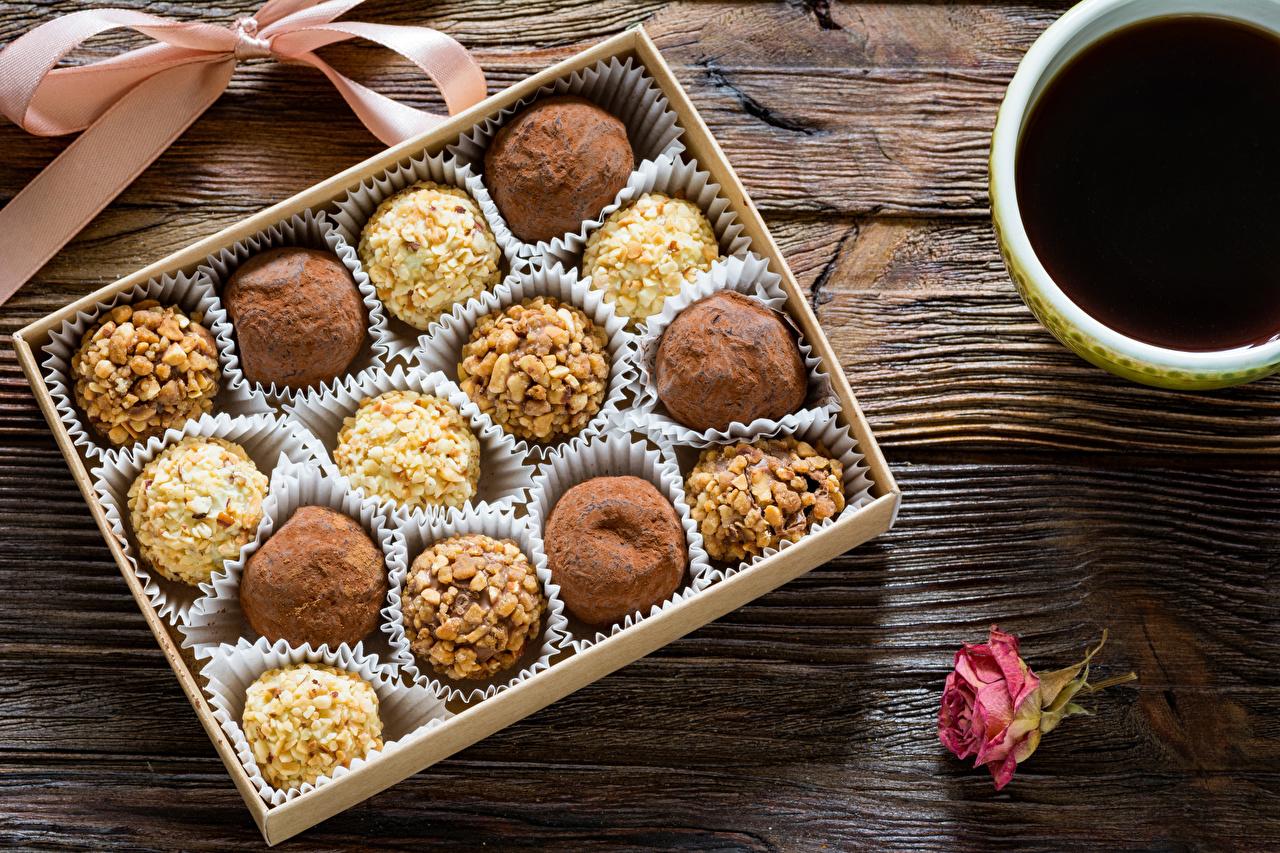 Фотографии Кофе Конфеты Продукты питания Сладости Доски Еда Пища сладкая еда