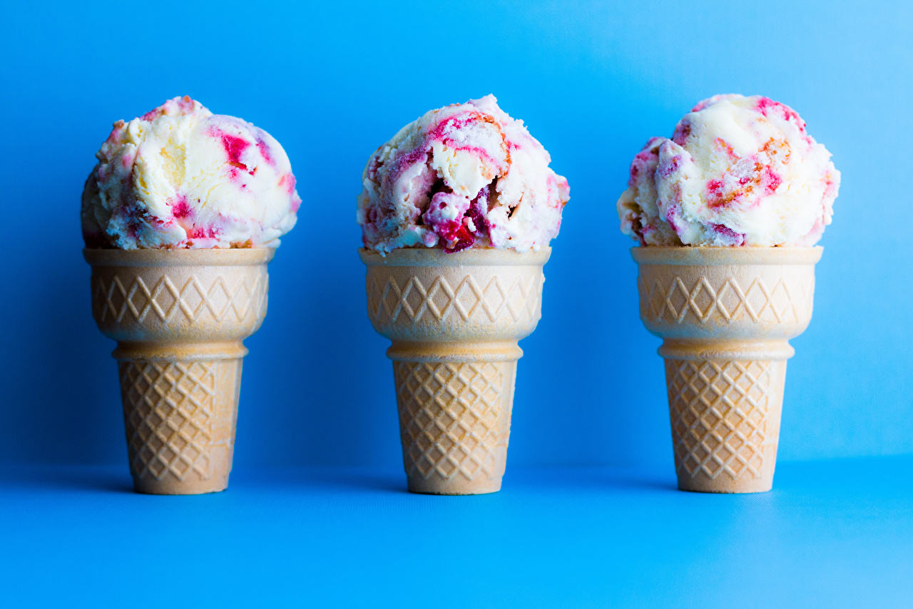 Картинка Мороженое Пища Трое 3 Сладости Цветной фон Еда втроем Продукты питания