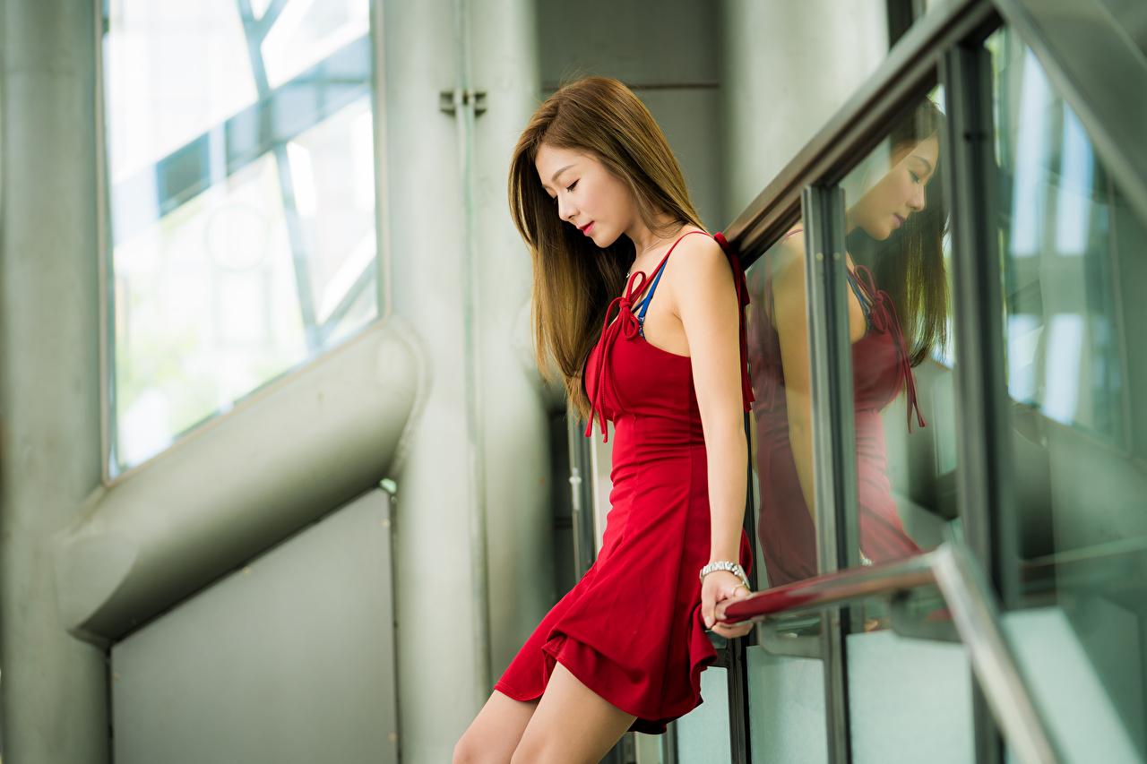Фотографии Шатенка Размытый фон Красивые Девушки красная Азиаты Платье шатенки боке красивый красивая девушка Красный красных красные молодые женщины молодая женщина азиатка азиатки платья