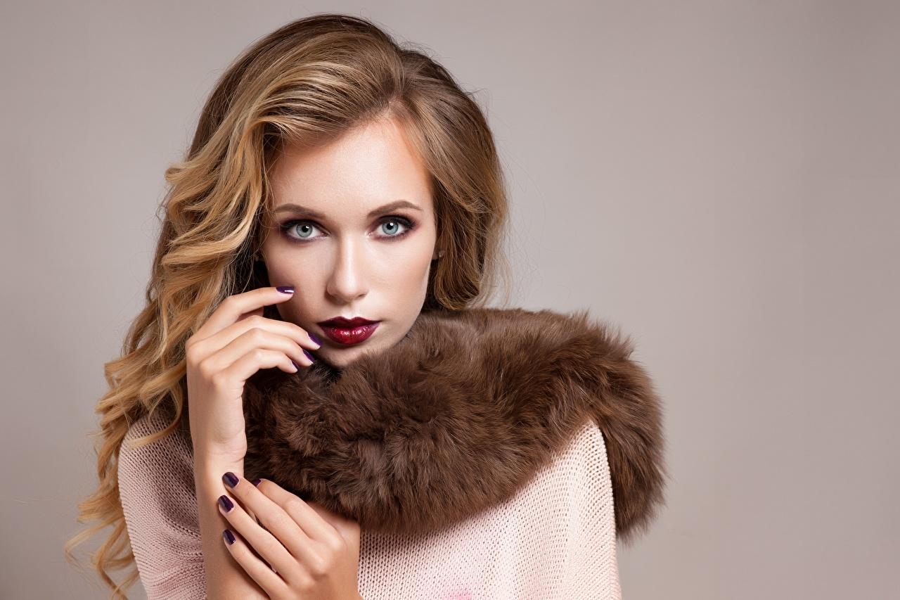 Фото Модель маникюра Макияж молодые женщины Взгляд Маникюр фотомодель мейкап косметика на лице девушка Девушки молодая женщина смотрит смотрят