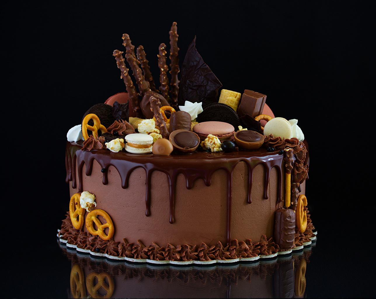 Фотографии Шоколад Торты Еда Печенье Сладости Черный фон Дизайн Пища Продукты питания сладкая еда на черном фоне дизайна