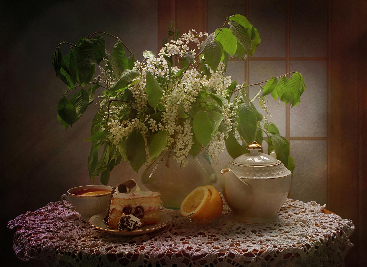 Фотография Чай Торты Цветы часть Лимоны Ваза Чашка ветвь Продукты питания Натюрморт Цветущие деревья Кусок Еда Пища Ветки