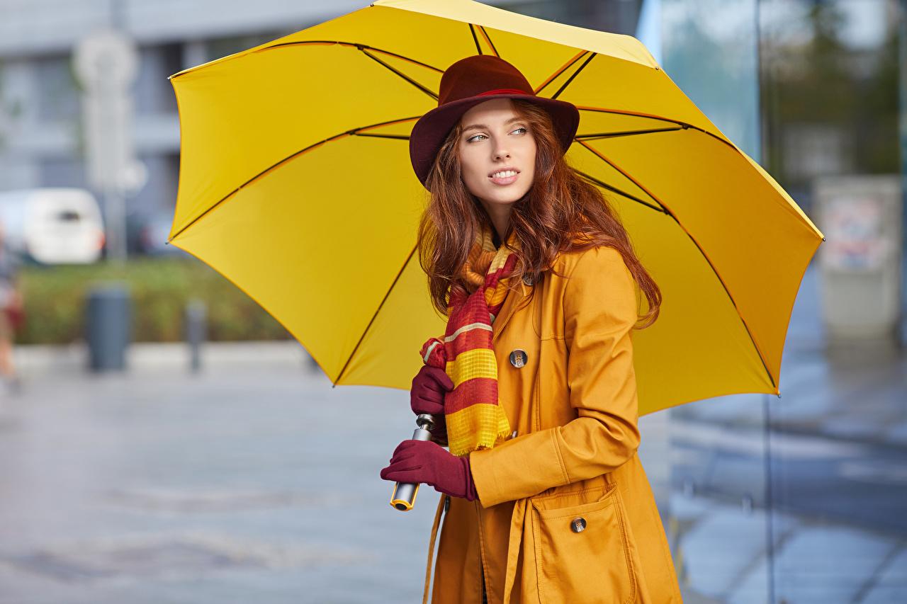 Фотографии Рыжая Шляпа Девушки Зонт Взгляд смотрит