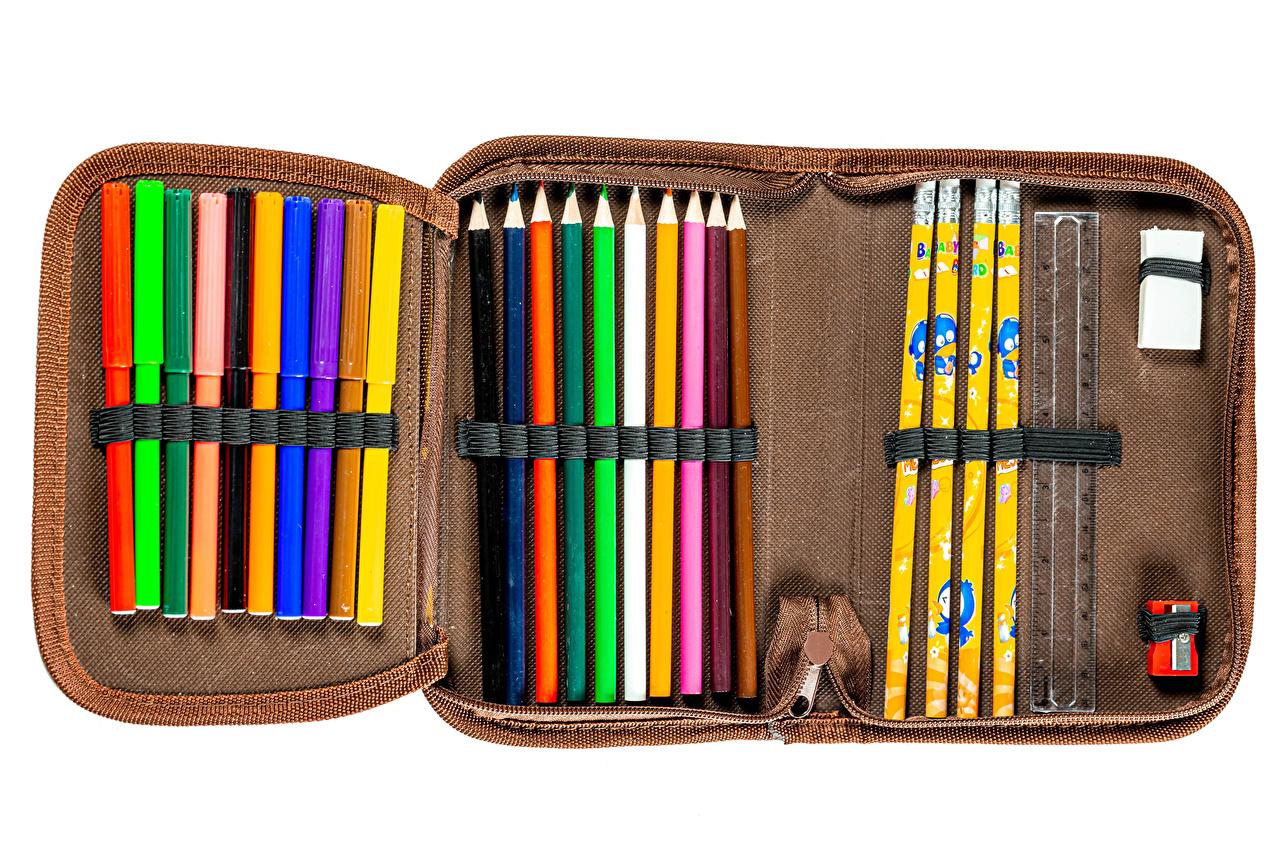 Картинки Школа Карандаши pencil case Разноцветные Белый фон школьные карандаш карандаша карандашей белом фоне белым фоном