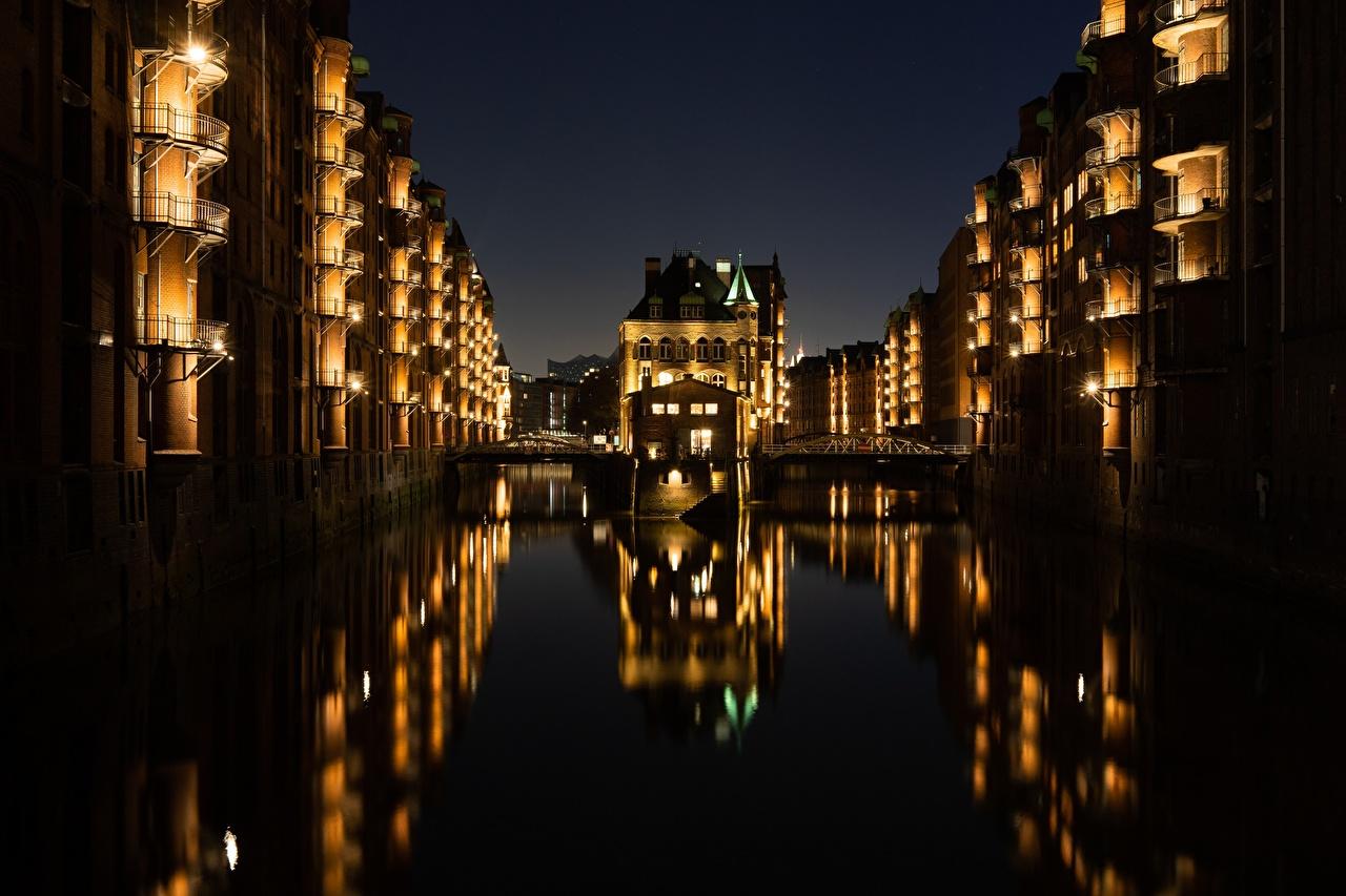Фотографии Гамбург Германия Мосты Водный канал ночью Города Здания мост Ночь в ночи Ночные Дома город