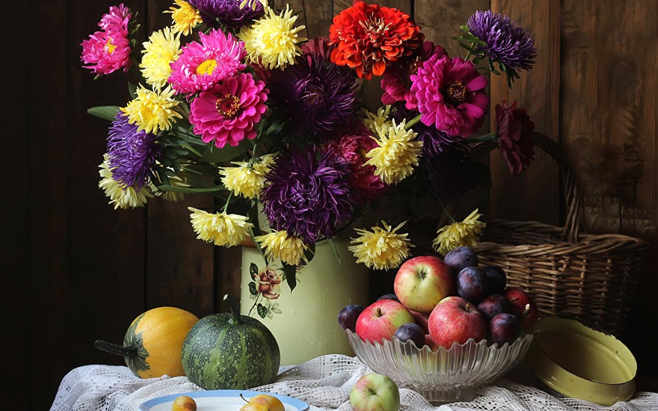 Картинка Тыква Астры Сливы Цветы Циннии Яблоки Пища Натюрморт Майоры цветок Еда Продукты питания