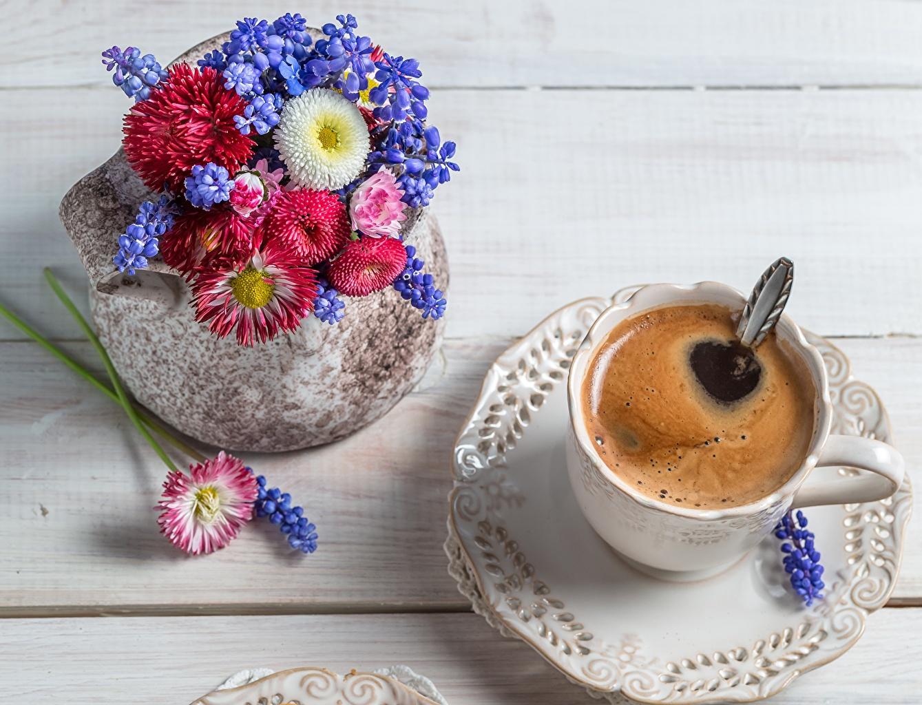 Обои для рабочего стола Кофе Цветы вазы Чашка блюдца Продукты питания вблизи напиток цветок Еда Пища Ваза вазе чашке Блюдце Крупным планом Напитки