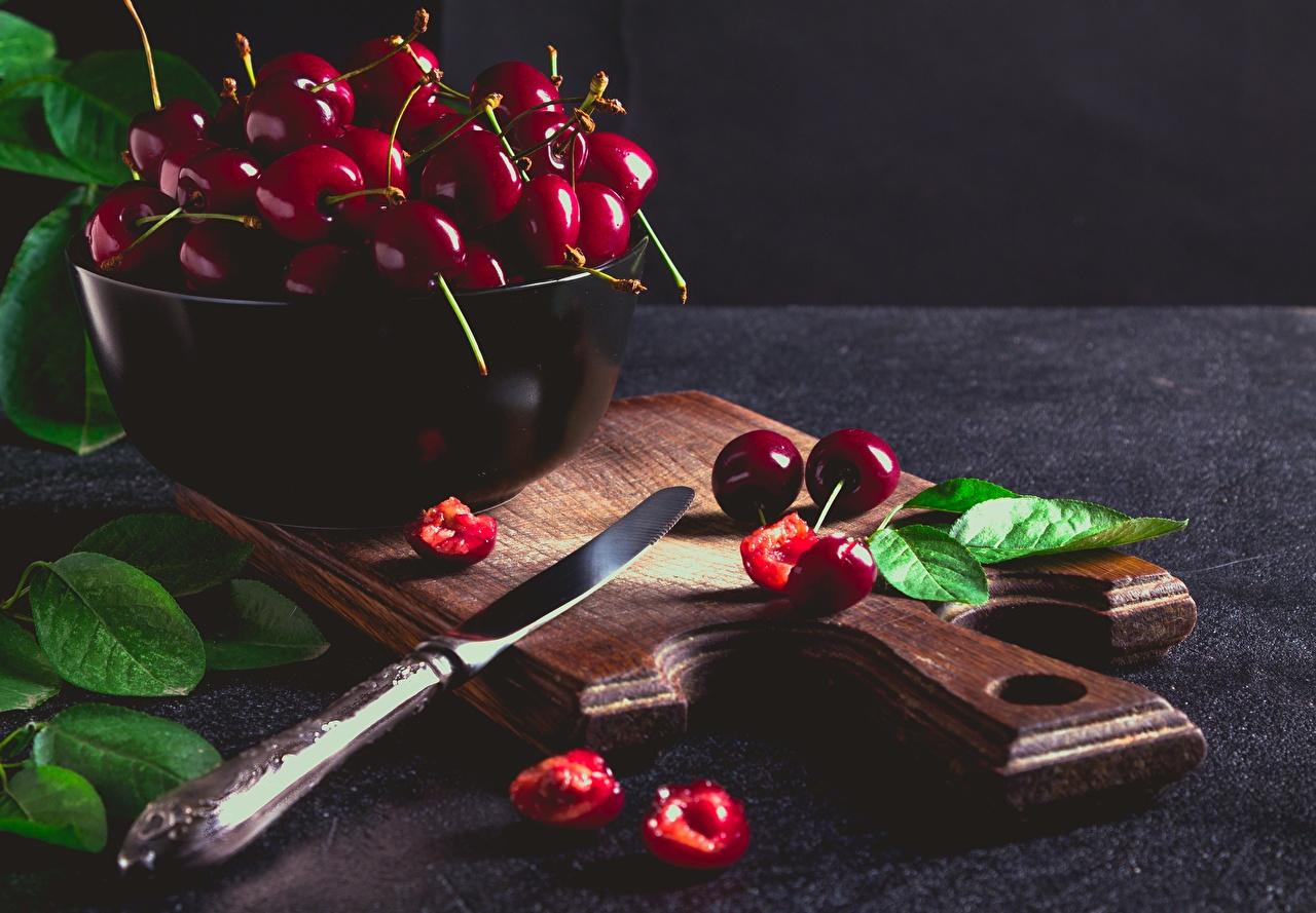 Фотографии лист ножик Вишня Миска Еда Разделочная доска Листва Листья Нож Черешня Пища Продукты питания разделочной доске