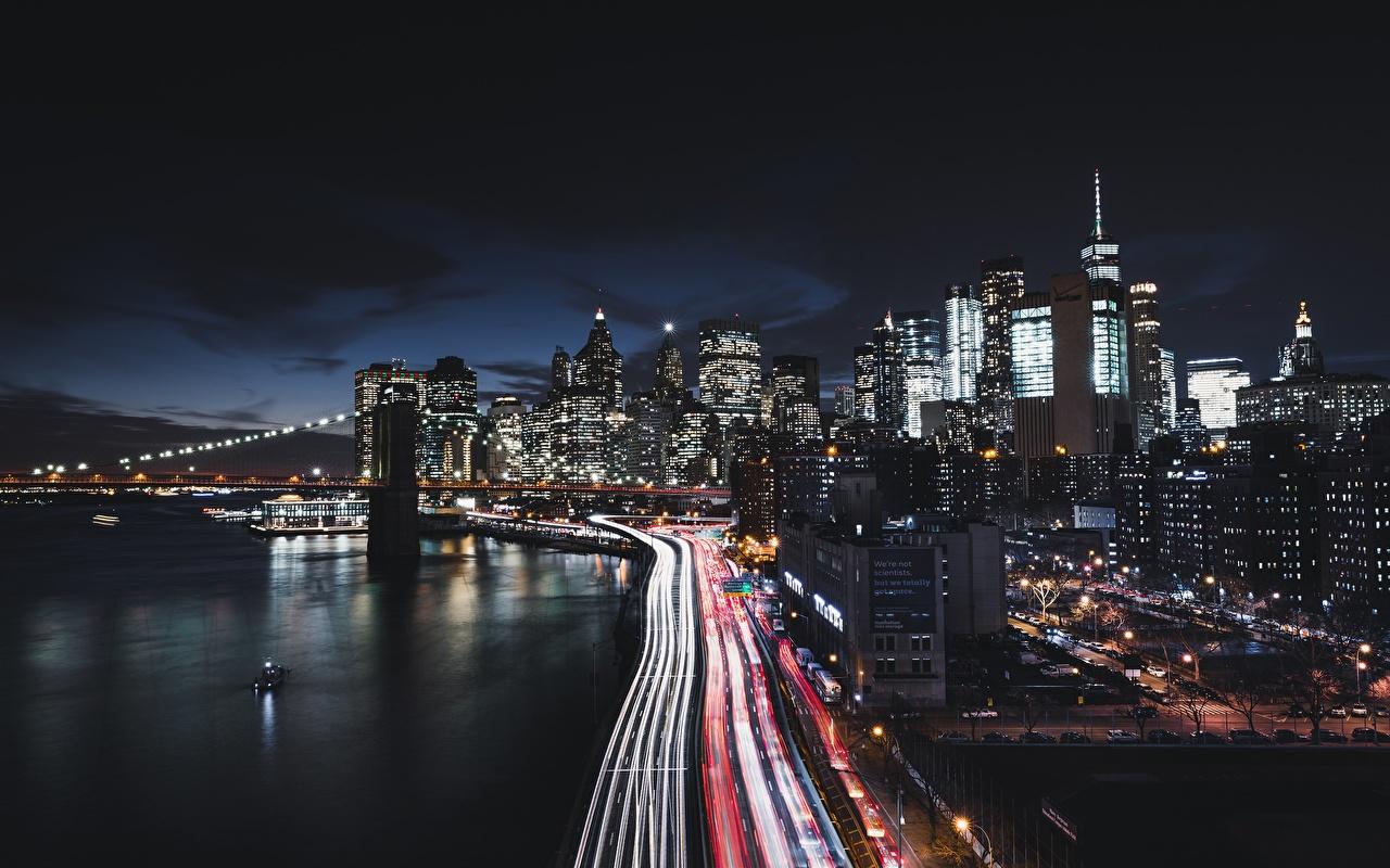 Картинка Нью-Йорк Манхэттен штаты Дороги ночью Побережье Дома Города США Ночь берег в ночи Ночные город Здания