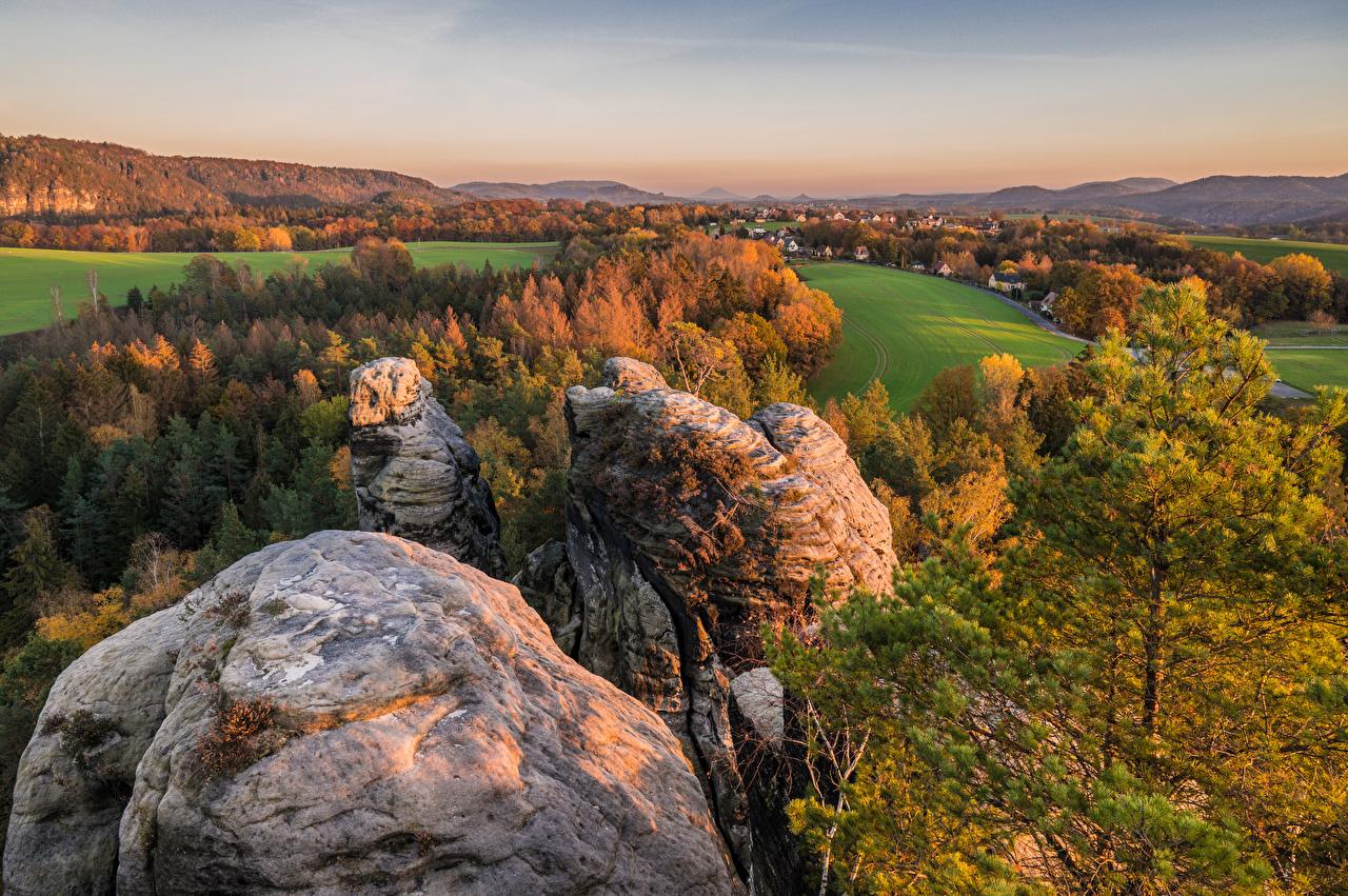 Картинки Германия Saxony скалы осенние Природа Пейзаж дерева Утес Осень скале Скала дерево Деревья деревьев