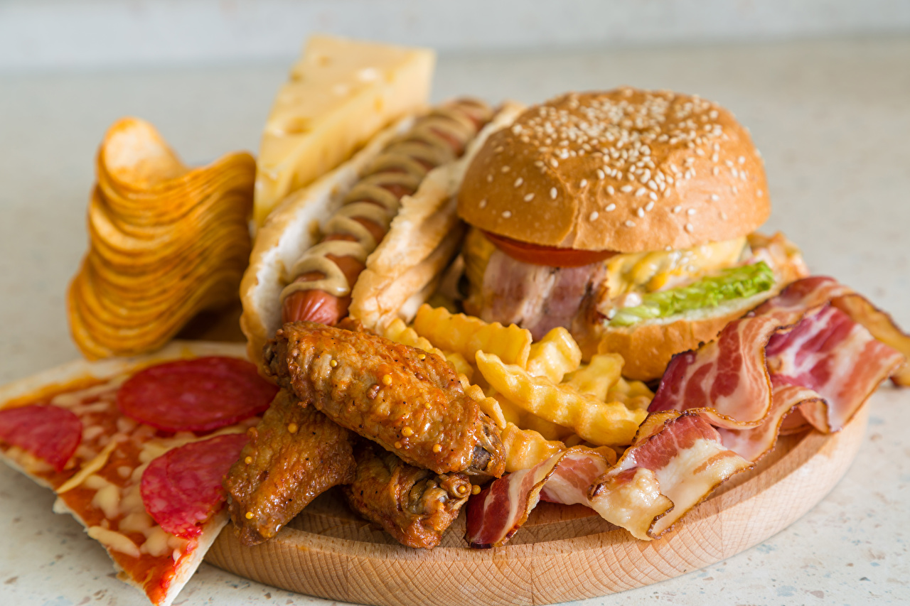 Фотографии Еда Чипсы Пицца Хот-дог Гамбургер Быстрое питание Горчица Мясные продукты Пища Продукты питания Фастфуд