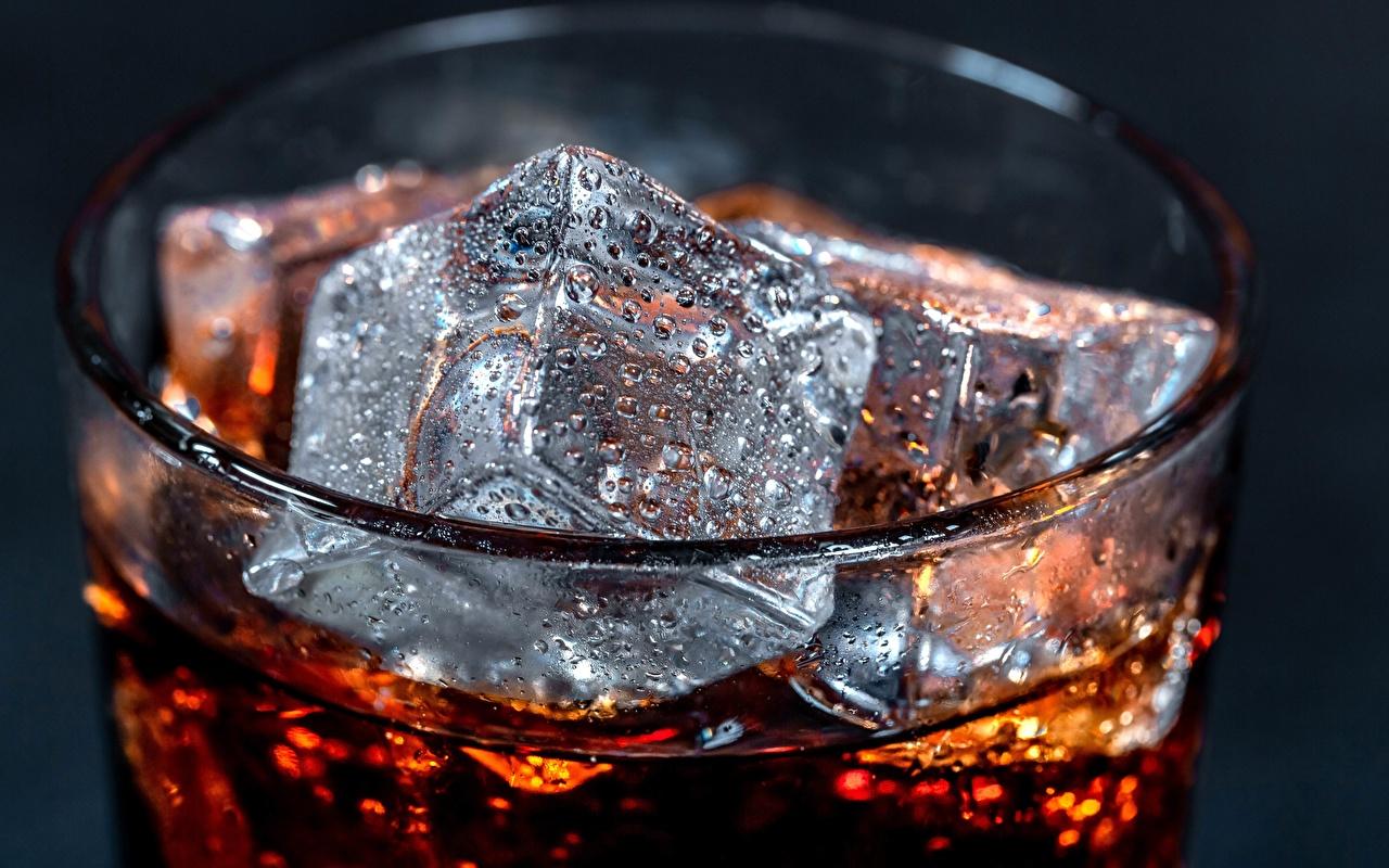 Фотография Кока-кола Лед капля стакане Продукты питания вблизи Coca-Cola льда Капли Стакан капель стакана капельки Еда Пища Крупным планом