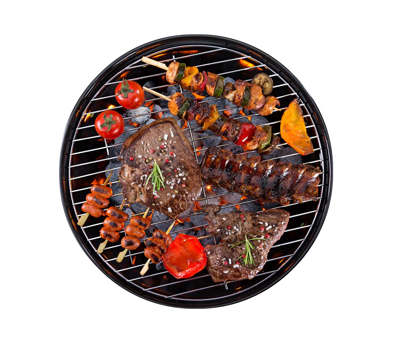 Фото Томаты Шашлык Пища Белый фон Мясные продукты Помидоры Еда Продукты питания
