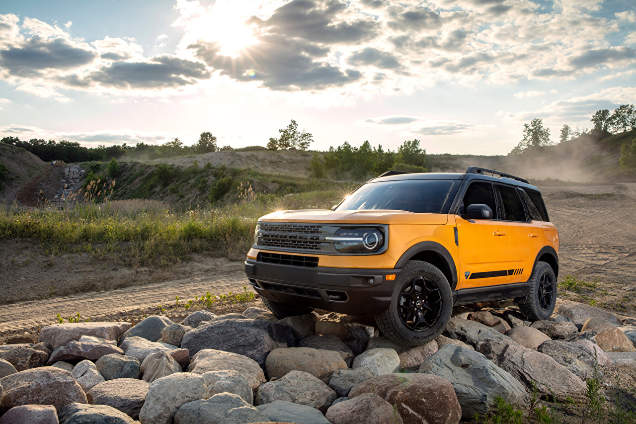 Картинка Ford Внедорожник Bronco Sport First Edition Preproduction, 2020 желтых Камни автомобиль Форд SUV желтая желтые Желтый авто Камень машины машина Автомобили