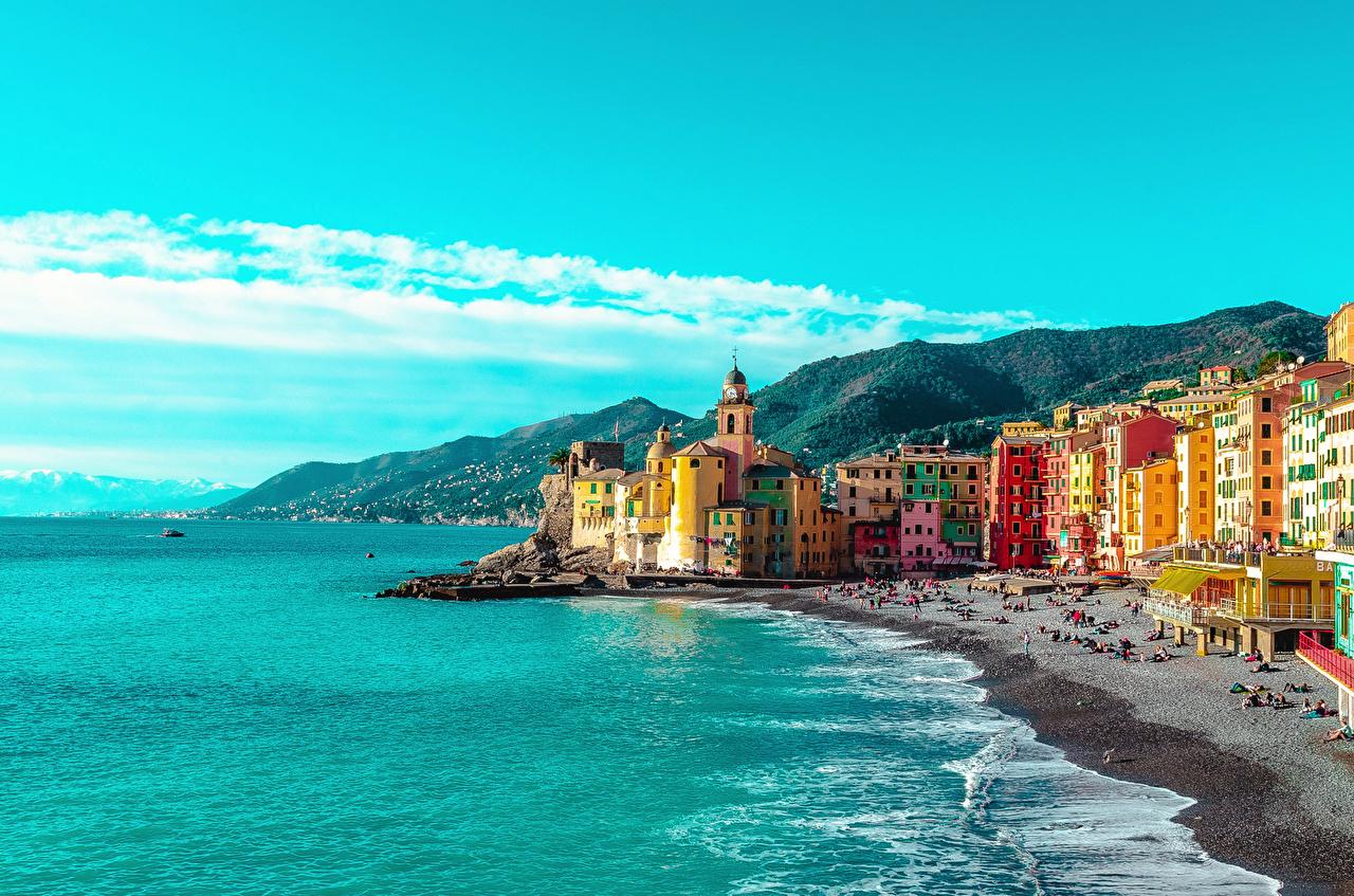 Обои для рабочего стола Лигурия Италия Camogli пляжа Холмы залива Дома город Пляж пляже пляжи холм холмов Залив заливы Здания Города