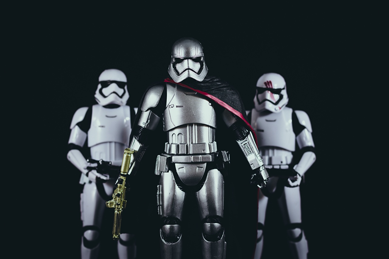Картинка Звездные войны броня Солдаты Шлем Фильмы Трое 3 Игрушки Черный фон Доспехи Кино втроем