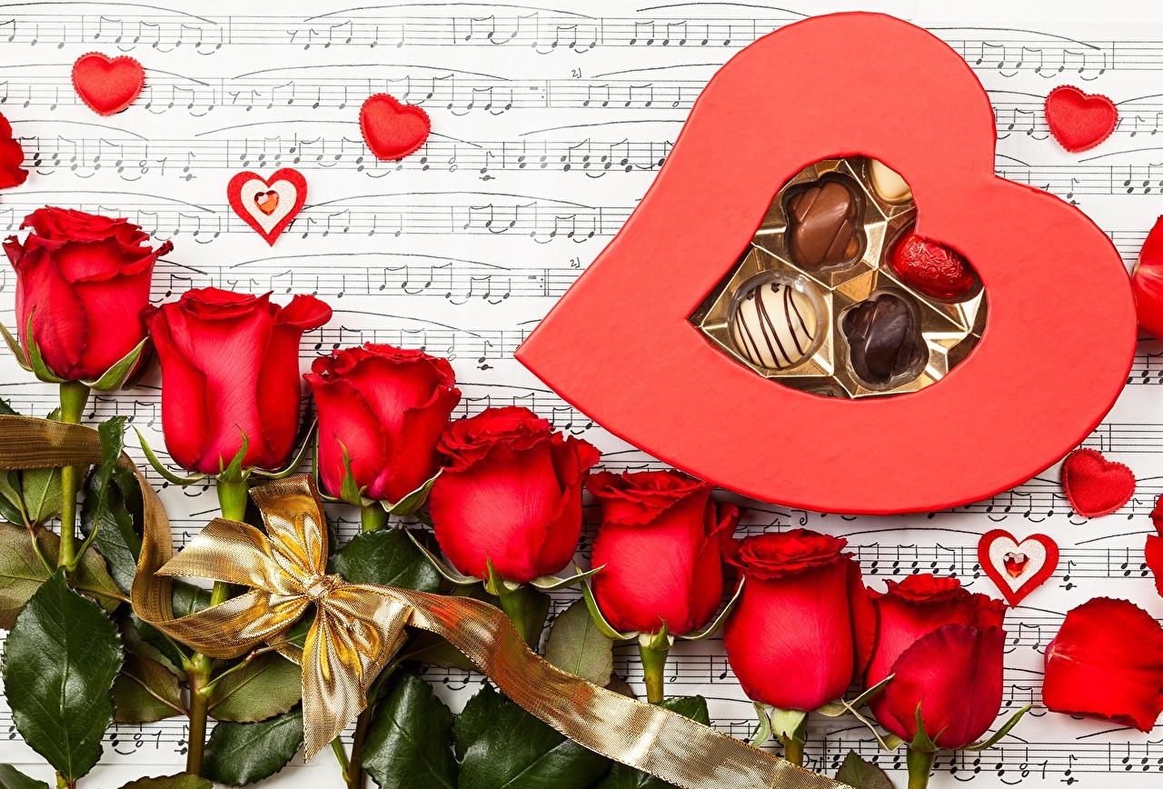 Фотографии День всех влюблённых серце роза Конфеты цветок Продукты питания День святого Валентина Сердце сердца сердечко Розы Цветы Еда Пища