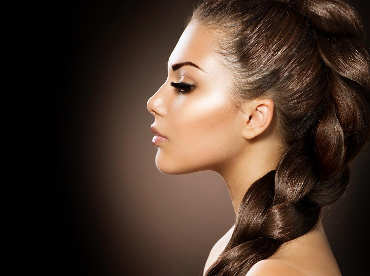 Фотография шатенки косы фотомодель Макияж красивый лица Волосы девушка Шатенка Коса Модель косички мейкап косметика на лице Красивые красивая Лицо волос Девушки молодые женщины молодая женщина