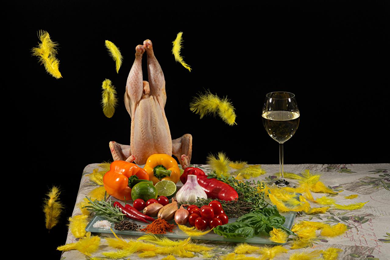 Фотография Вино Лайм Помидоры Курятина Лук репчатый Перья Чеснок Пища Овощи Перец бокал Томаты Еда Бокалы перец овощной Продукты питания