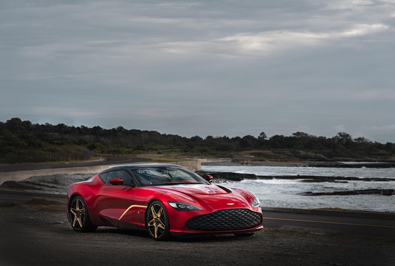 Картинка Астон мартин 2020 V12 Twin-Turbo DBS GT Zagato Купе красных Автомобили Aston Martin красная красные Красный авто машины машина автомобиль