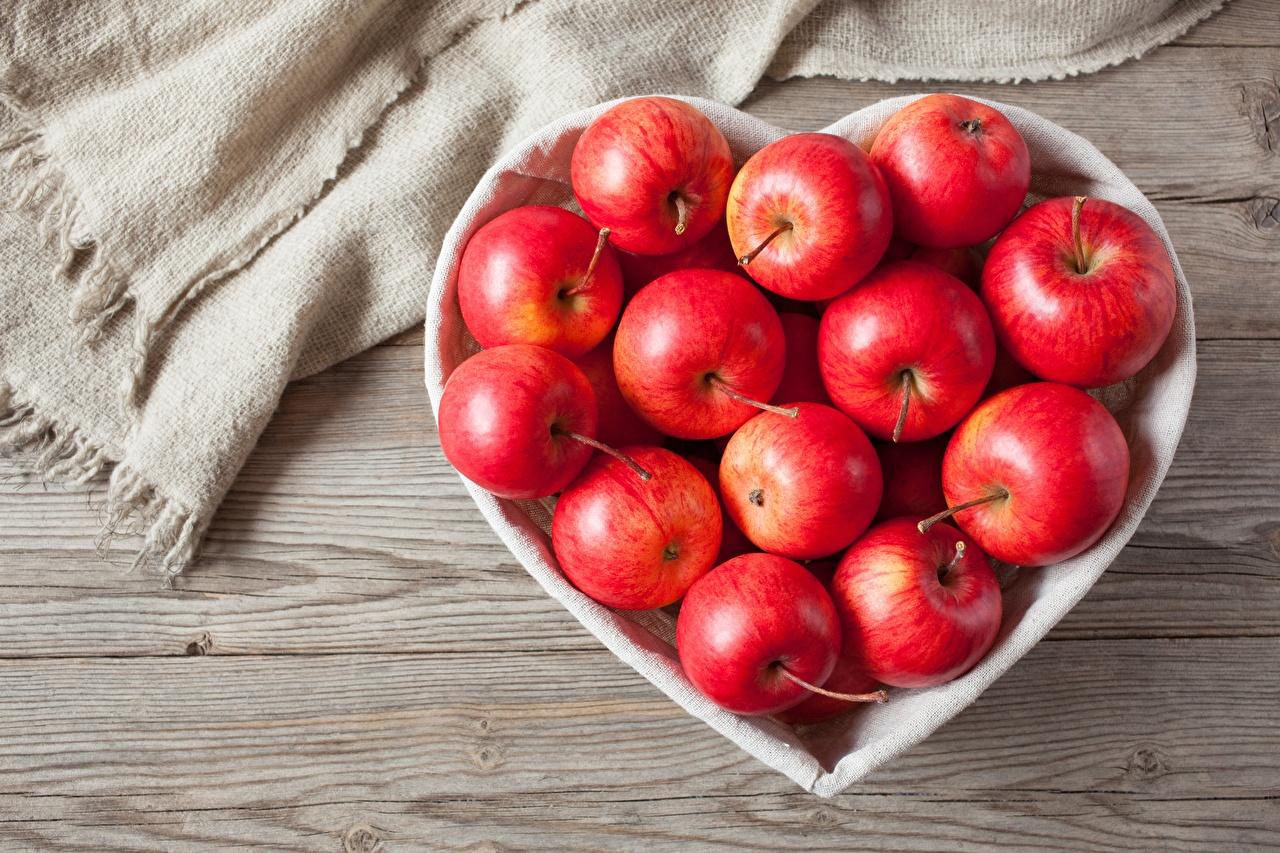 Картинки Сердце Яблоки Продукты питания сердечко Еда Пища
