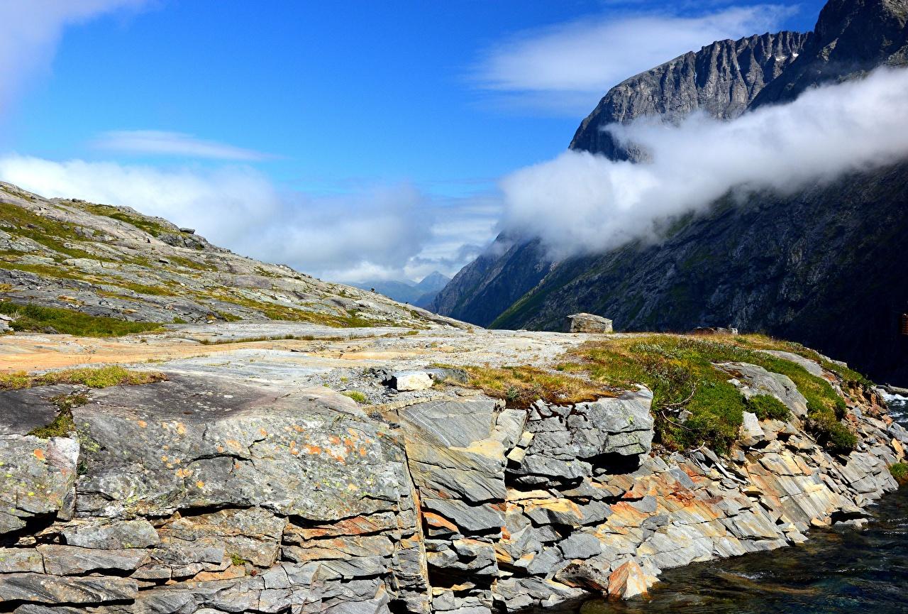 Фото Норвегия Горы Скала Природа Облака гора Утес скалы скале облако облачно