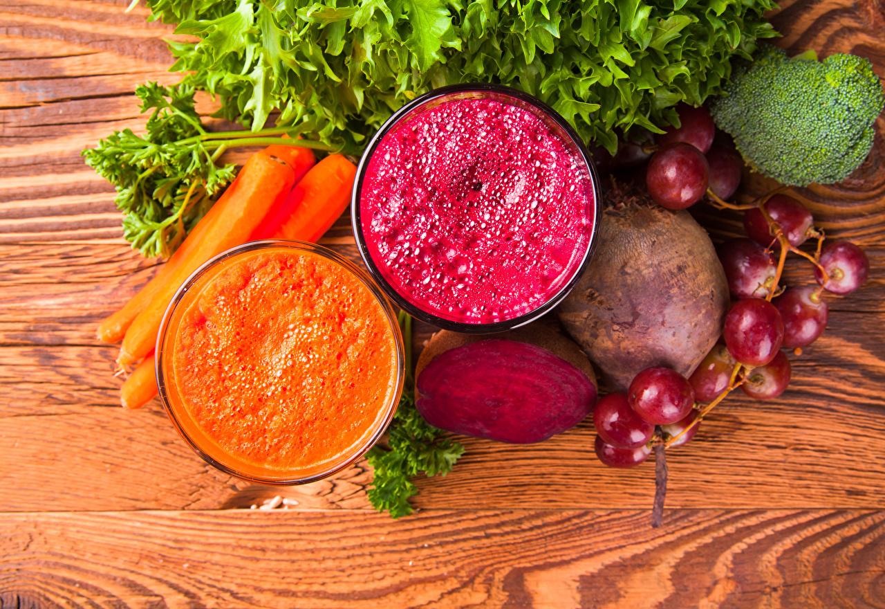 Обои для рабочего стола Пища Смузи Доски Морковь 2 Виноград Овощи Стакан Свекла Еда Продукты питания морковка две два Двое вдвоем стакана стакане свёкла