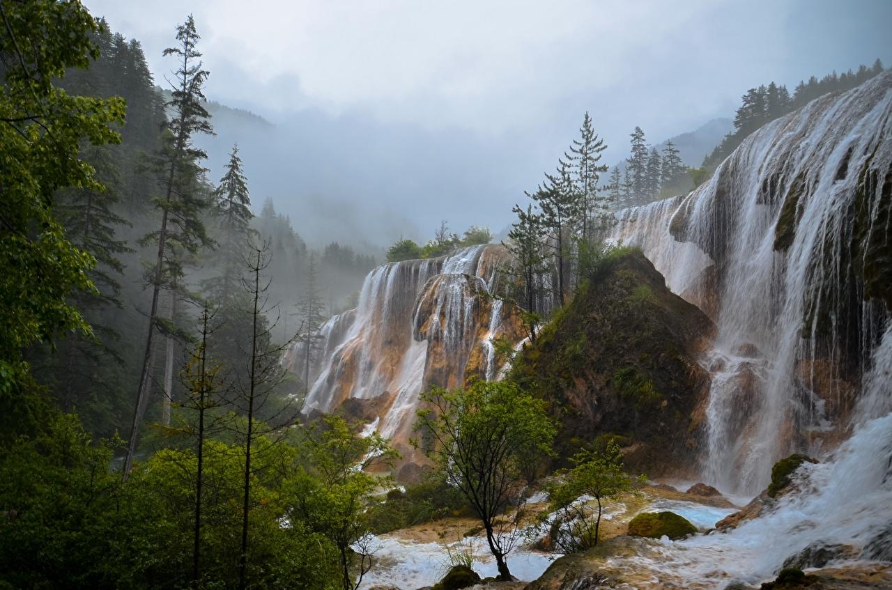 Картинка Туман скале Природа Водопады тумана тумане Утес скалы Скала