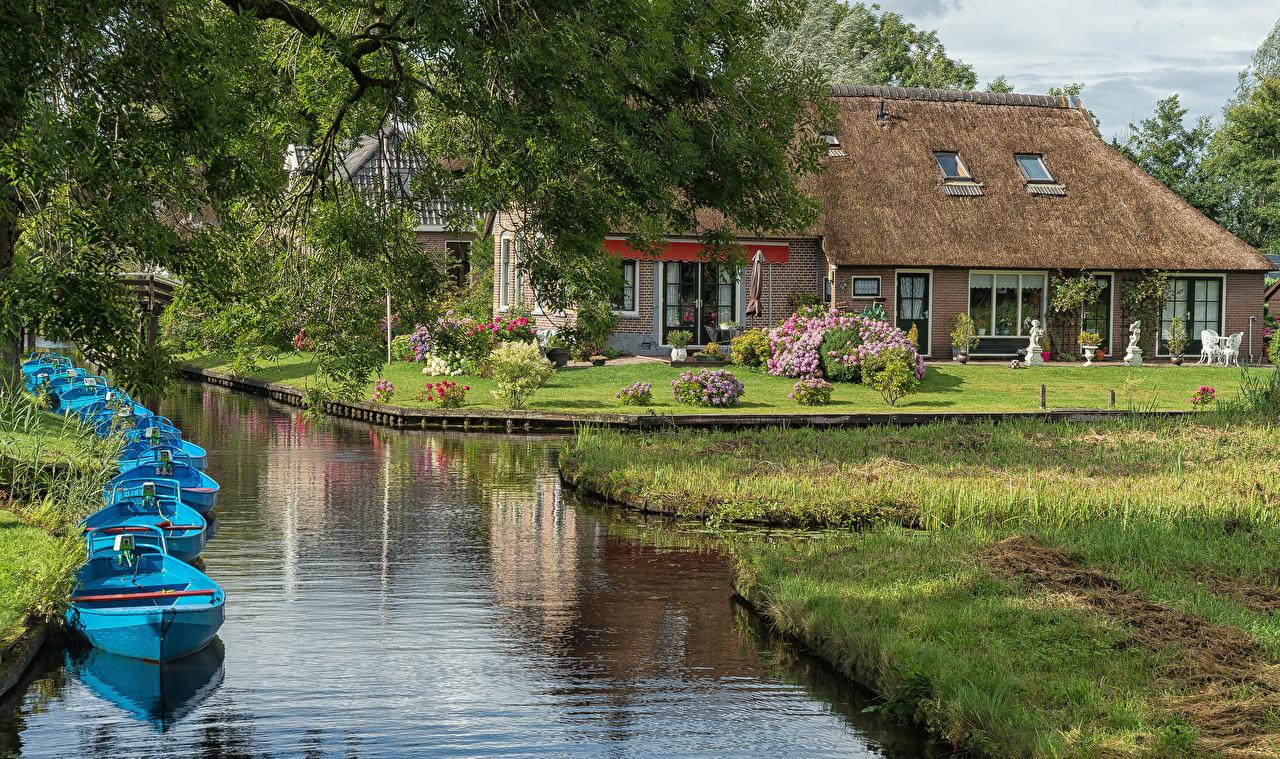 Фотография голландия Giethoorn Overijssel Водный канал Лодки Причалы Дома город Нидерланды Пирсы Пристань Города Здания