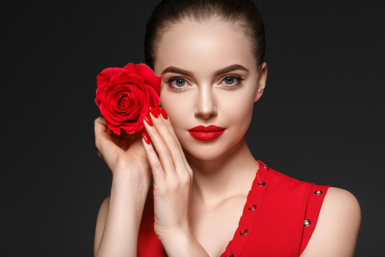 Фотография Маникюр Розы Лицо Девушки Руки Черный фон Красные губы