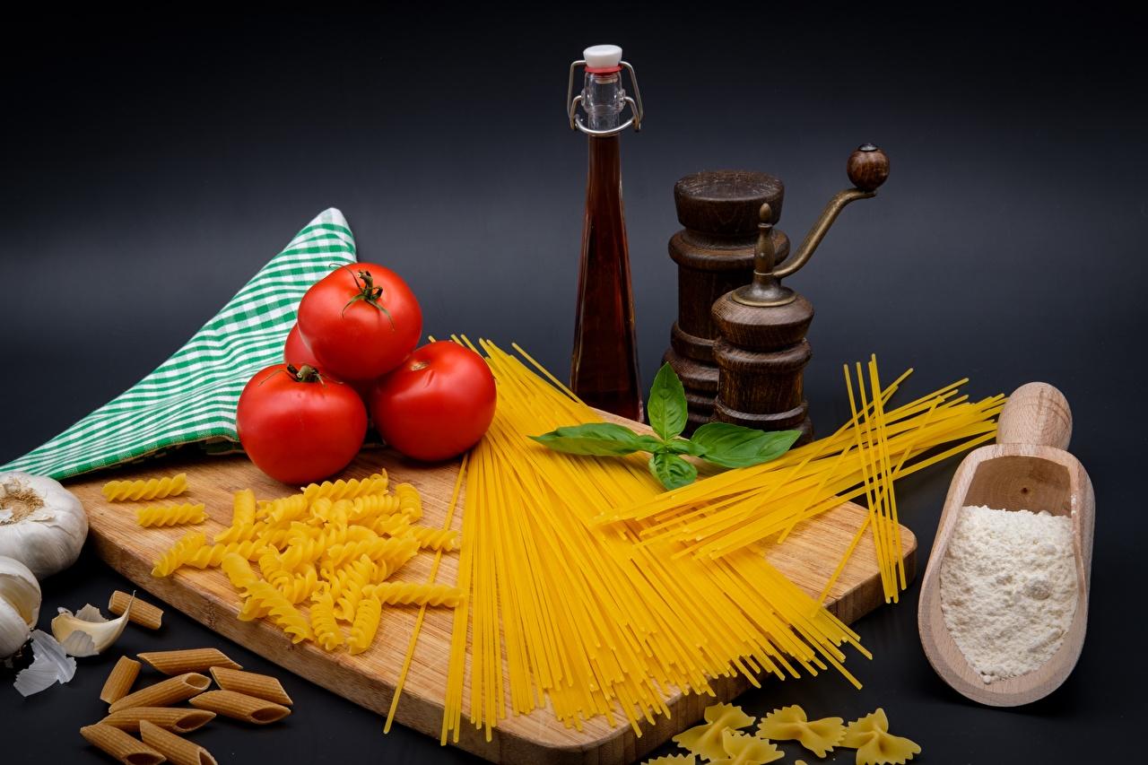Картинка Мука Томаты Макароны Продукты питания Разделочная доска Помидоры Еда Пища