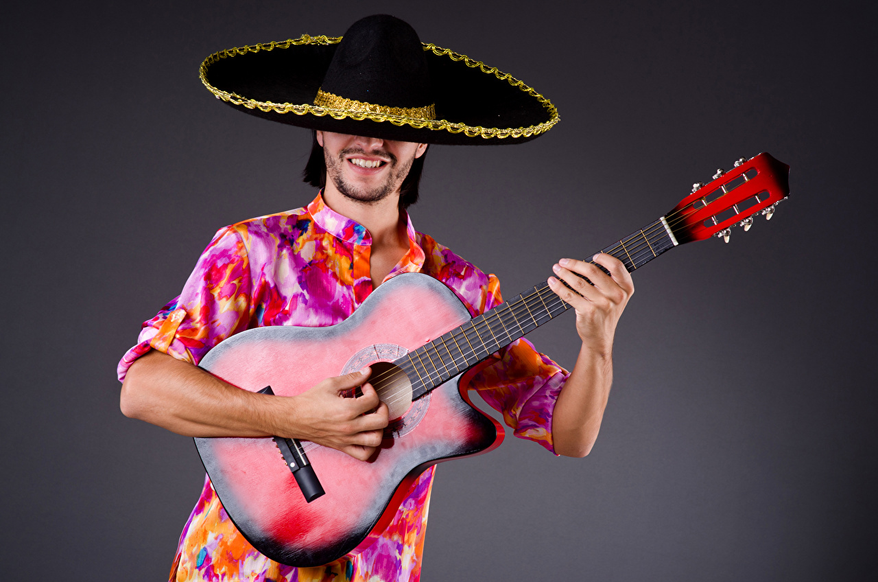 Картинка гитары Мужчины шляпы Музыка Руки Серый фон Гитара с гитарой шляпе Шляпа рука сером фоне