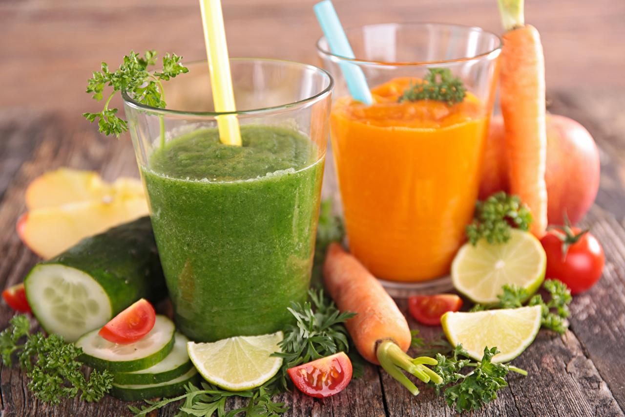 Картинка Смузи два Лайм Огурцы Морковь стакане Пища 2 две Двое вдвоем Стакан стакана Еда Продукты питания