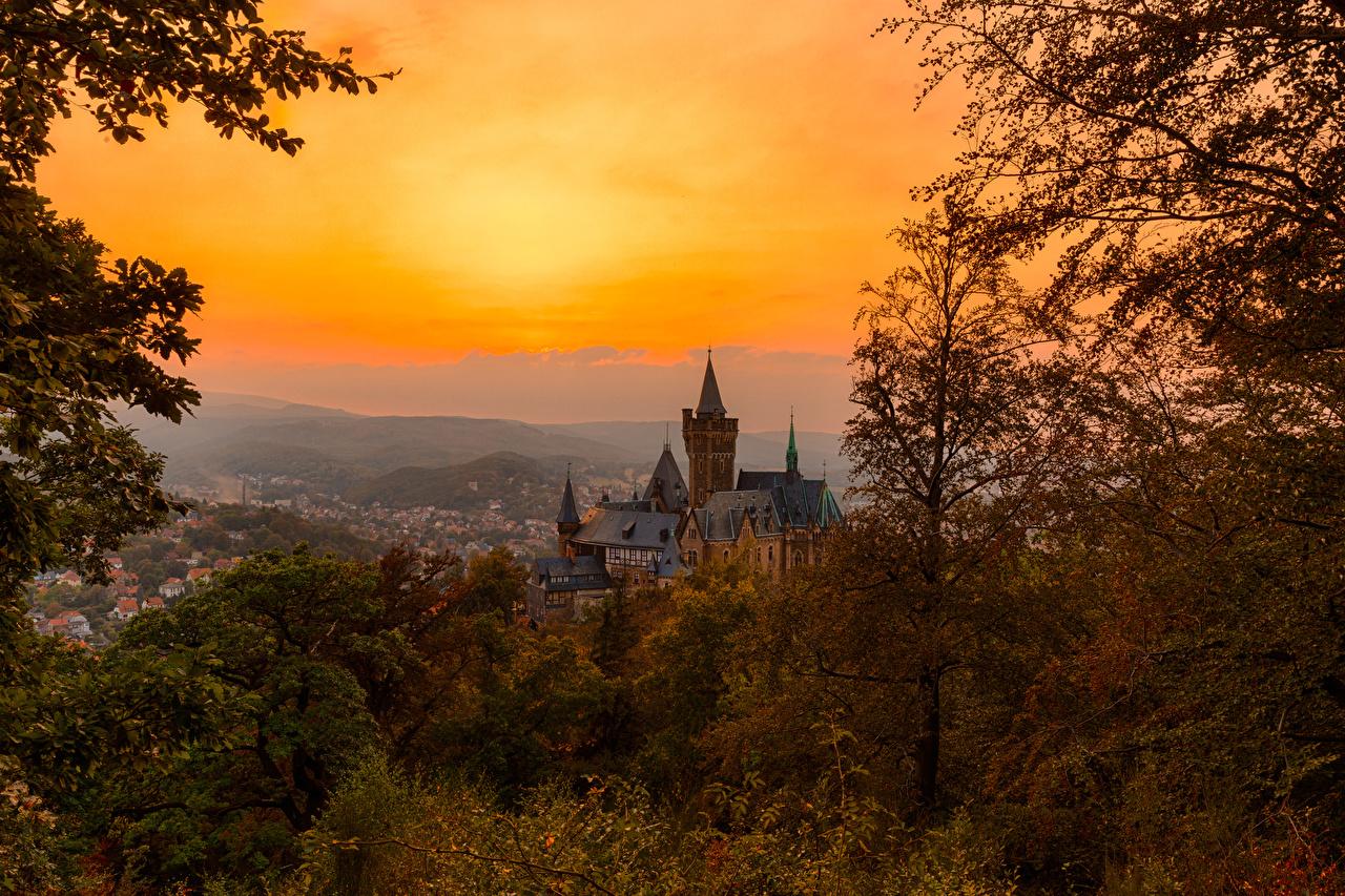 Картинки Германия Wernigerode Замки осенние рассвет и закат Города Осень замок Рассветы и закаты город
