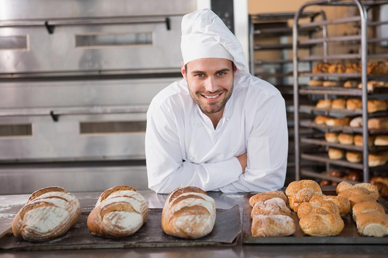Фотографии Мужчины Улыбка Хлеб Повар Униформа