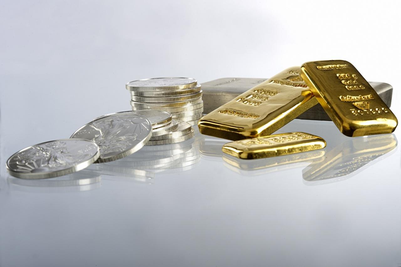 Фотографии Монеты Золото Слитки Золотой Деньги Много