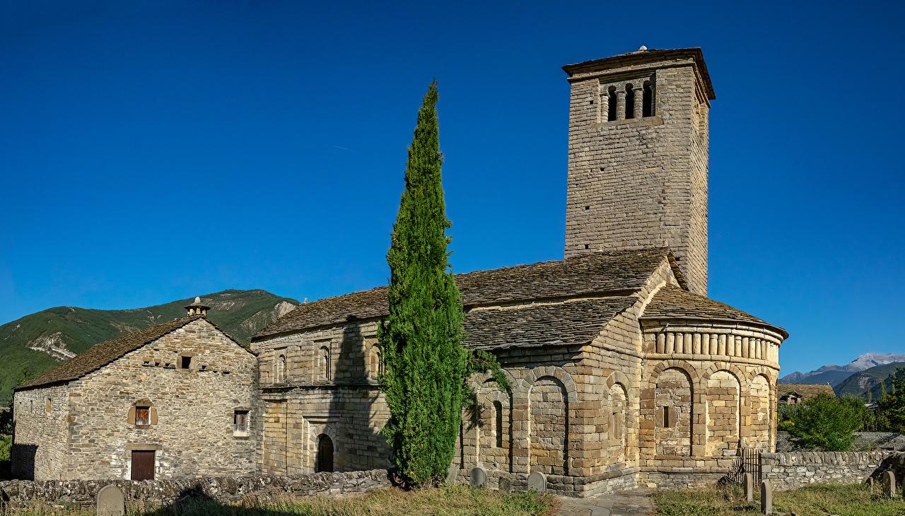 Обои для рабочего стола Церковь Испания St. Peter Church Ель храм Города ели Храмы город