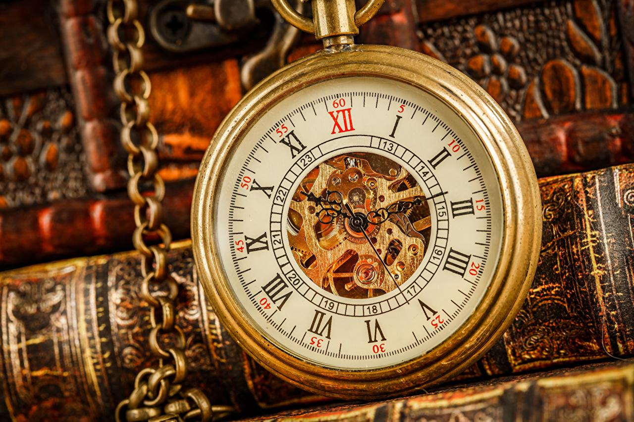Фото Карманные часы Часы Крупным планом вблизи