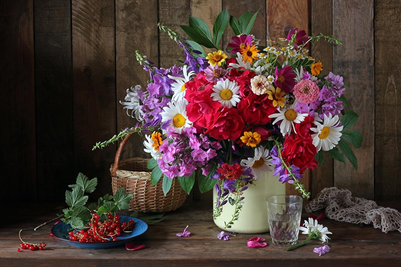 Картинка букет Стакан цветок Корзина Смородина Тарелка Натюрморт Букеты Цветы стакане корзины стакана Корзинка тарелке