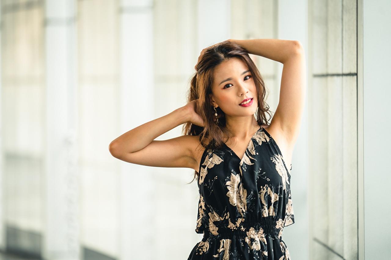 Картинка боке Поза молодые женщины азиатка рука Размытый фон позирует девушка Девушки молодая женщина Азиаты азиатки Руки