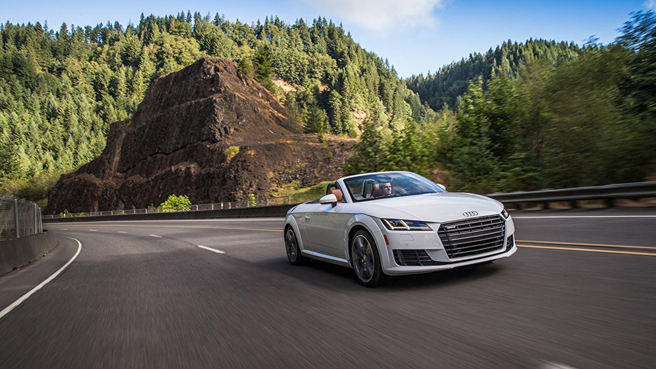 Картинка Ауди 2015 TT Roadster TFSI quattro US-spec Родстер белых Движение автомобиль Audi Белый белые белая едет едущий едущая скорость авто машина машины Автомобили
