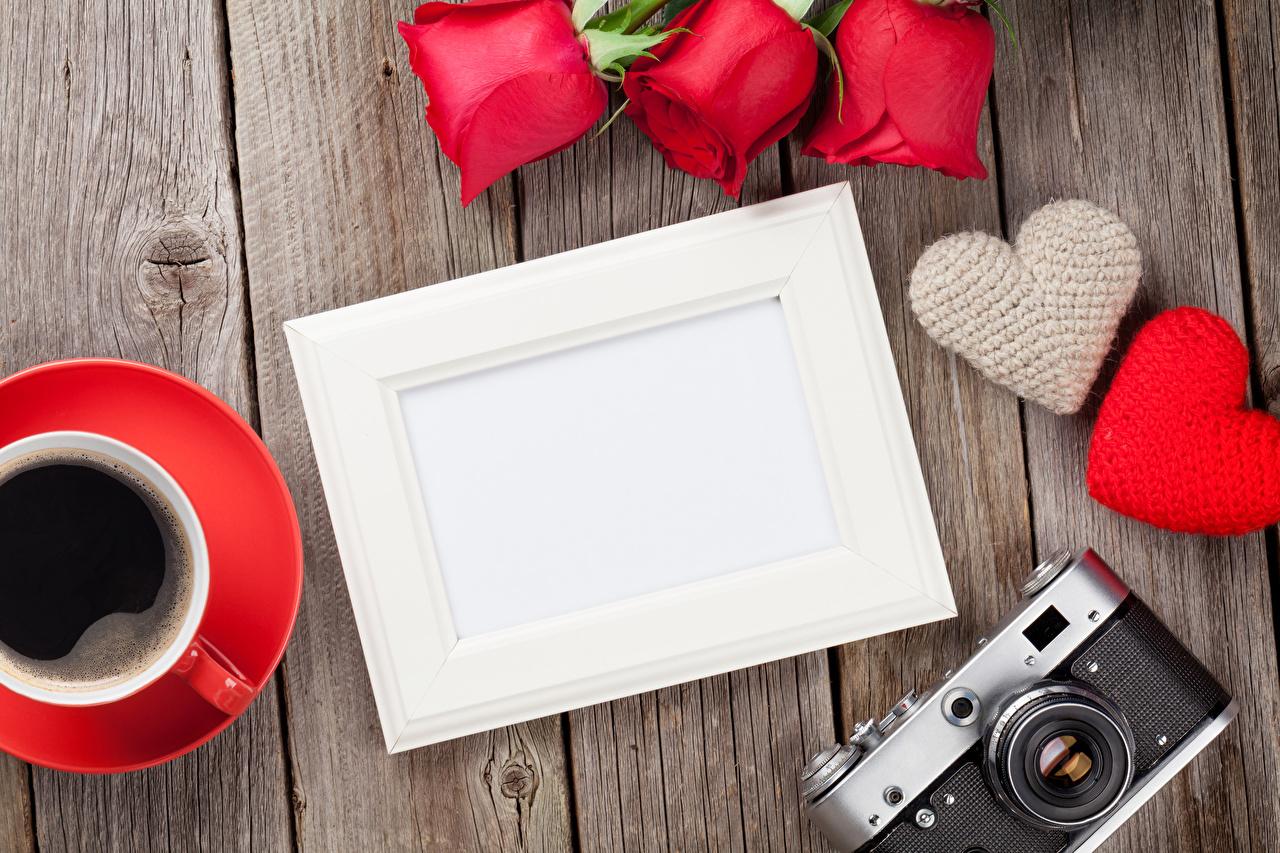 Фото День всех влюблённых фотокамера сердечко Кофе Розы Шаблон поздравительной открытки Доски День святого Валентина Фотоаппарат Сердце