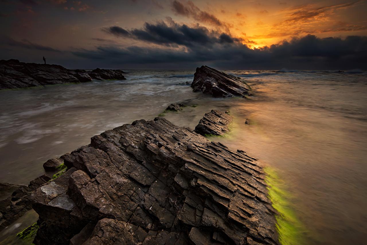 Обои Болгария Море Природа Рассветы и закаты берег Камень Облака Камни Побережье