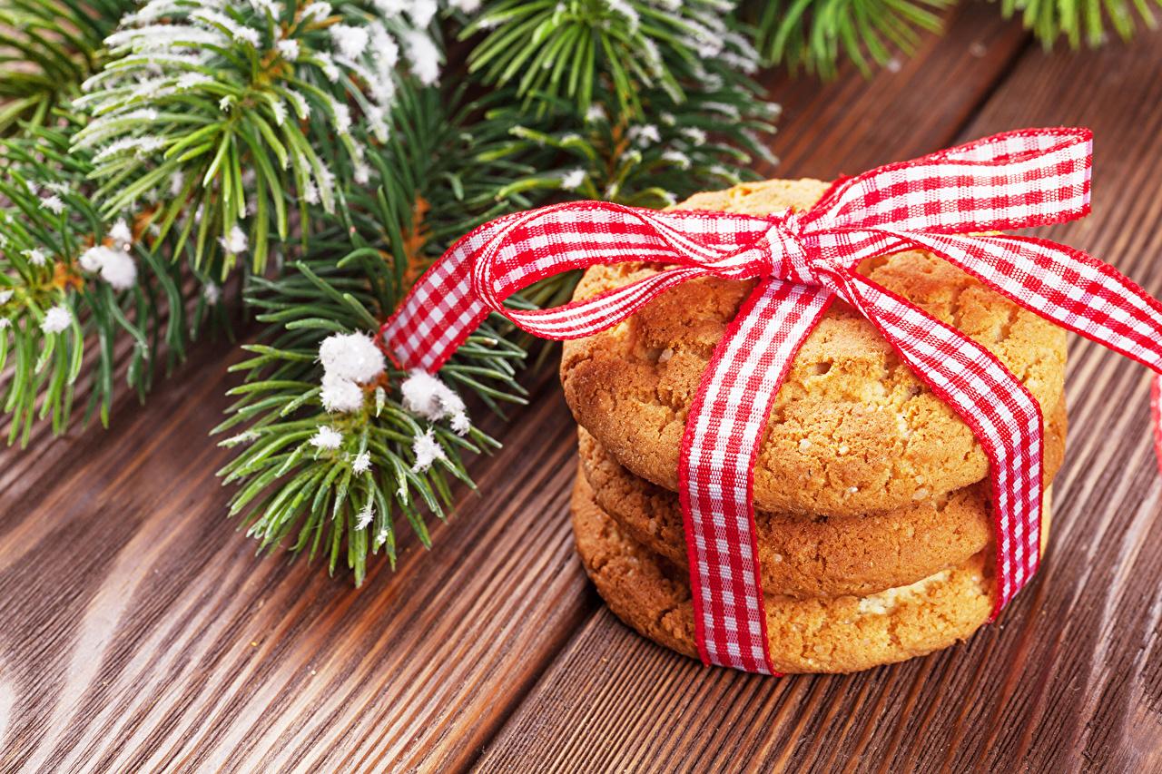 Фотография Новый год Еда ветка Печенье бантики Рождество Пища бант ветвь Ветки Бантик на ветке Продукты питания