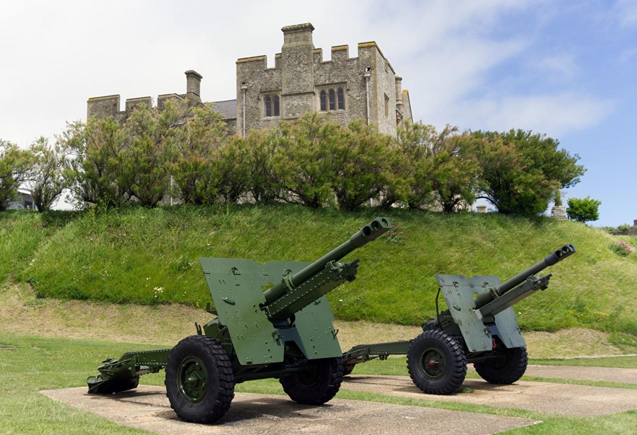 Фотография Пушки Англия Dover Castle, Kent, city of Dover Двое Замки траве Города 2 два две замок вдвоем Трава город