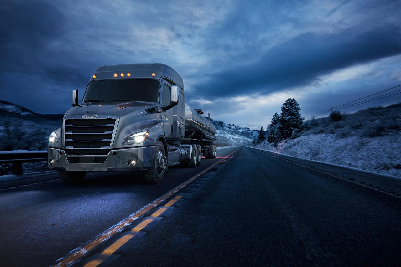 Обои Грузовики 2016-17 Freightliner Cascadia Mid-roof XT Дороги скорость Авто едущий Движение Машины Автомобили