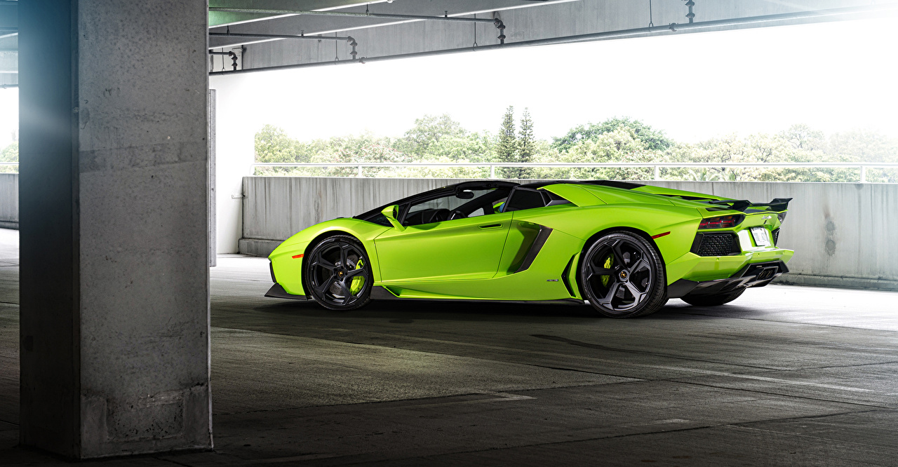 Фотографии Ламборгини 2015 lp-700-4 Роскошные желто зеленый Сбоку автомобиль Lamborghini дорогие дорогой дорогая люксовые роскошная роскошный Салатовый салатовые салатовая авто машина машины Автомобили