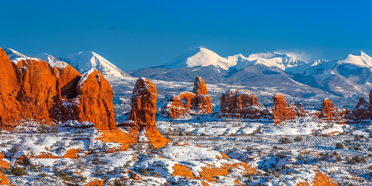 Фотографии америка панорамная Arches National Park, Utah Горы Утес Природа Парки снега Пейзаж США штаты Панорама гора Скала скале скалы парк Снег снегу снеге
