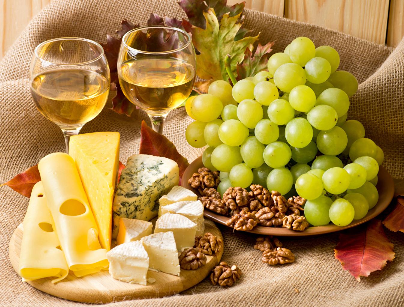 Фотографии Вино Сыры Виноград Еда Бокалы Орехи Пища Продукты питания