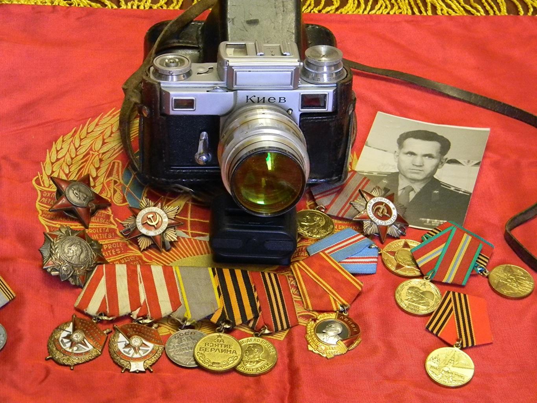Обои для рабочего стола фотокамера СССР Ретро Орден Медаль Фотоаппарат советский союз винтаж старинные медали